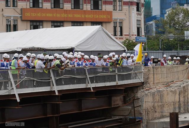 Thủ tướng thị sát dự án tuyến metro đầu tiên của TPHCM - Ảnh 4.