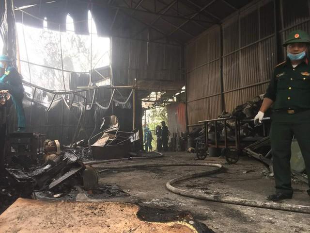 Cận cảnh hiện trường cháy nhà xưởng kinh hoàng, 8 người tử vong và mất tích  - Ảnh 4.