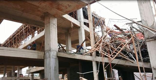 Sập tòa nhà đang xây ở Đắk Lắk, nhiều người bị thương - Ảnh 4.