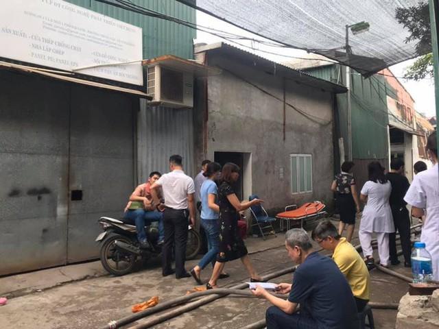 NÓNG: 8 người chết và mất tích trong vụ cháy nhà xưởng ở Hà Nội - Ảnh 2.