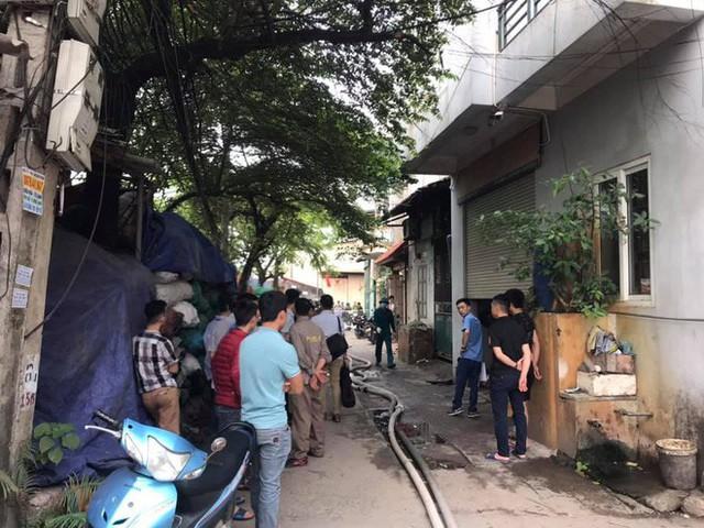 NÓNG: 8 người chết và mất tích trong vụ cháy nhà xưởng ở Hà Nội - Ảnh 3.