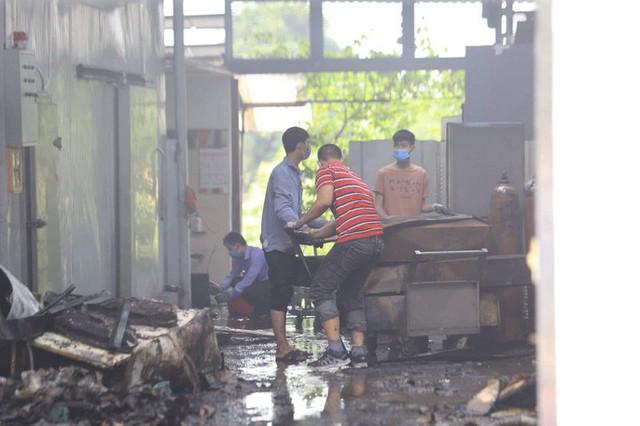 Cận cảnh hiện trường cháy nhà xưởng kinh hoàng, 8 người tử vong và mất tích  - Ảnh 6.