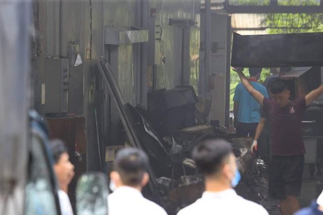 Cận cảnh hiện trường cháy nhà xưởng kinh hoàng, 8 người tử vong và mất tích  - Ảnh 7.