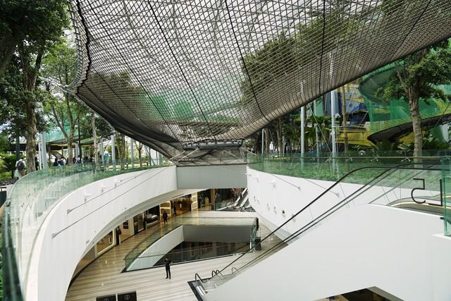 Trải nghiệm ở sân bay tốt nhất thế giới, nơi có cả cánh rừng và thác nước trong khuôn viên - Ảnh 3.