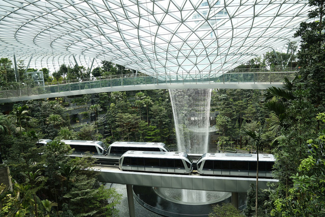 Trải nghiệm ở sân bay tốt nhất thế giới, nơi có cả cánh rừng và thác nước trong khuôn viên - Ảnh 7.