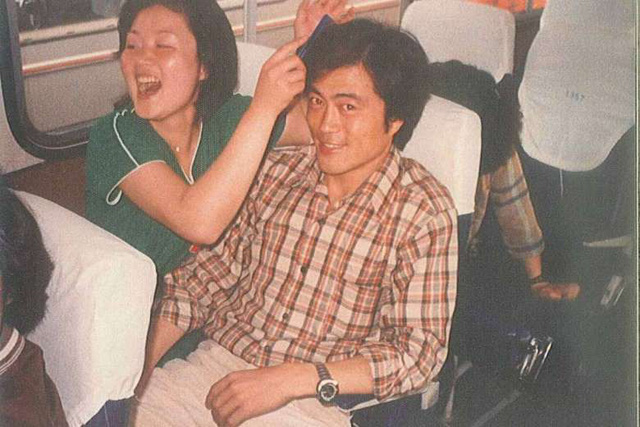 Mối tình lãng mạn của Tổng thống Hàn Quốc và vợ: Từ giảng đường đến chính trường, hơn 40 năm dài vẫn nắm chặt tay nhau - Ảnh 1.