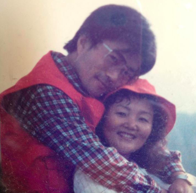 Mối tình lãng mạn của Tổng thống Hàn Quốc và vợ: Từ giảng đường đến chính trường, hơn 40 năm dài vẫn nắm chặt tay nhau - Ảnh 3.