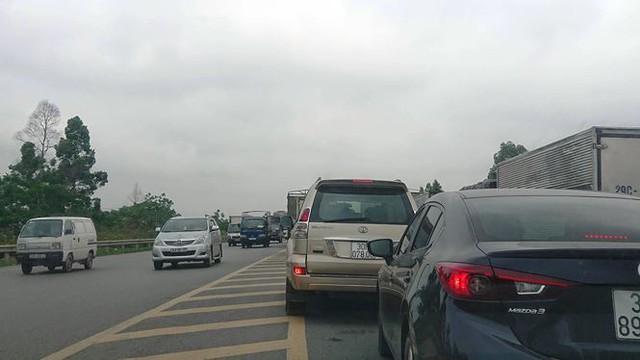 Ô tô ùn tắc hàng km trên cao tốc Hà Nội - Bắc Giang - Ảnh 4.