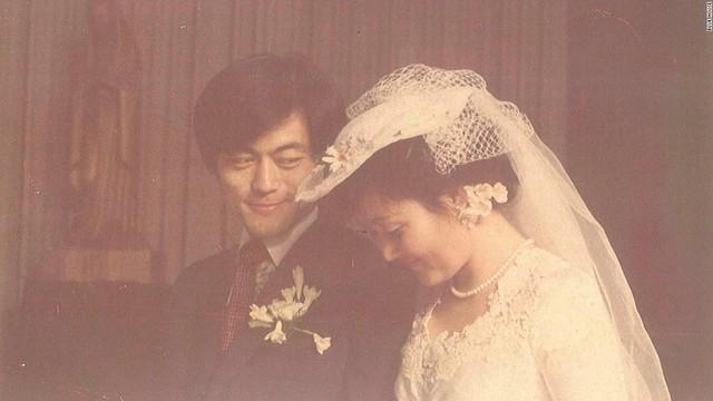 Mối tình lãng mạn của Tổng thống Hàn Quốc và vợ: Từ giảng đường đến chính trường, hơn 40 năm dài vẫn nắm chặt tay nhau - Ảnh 5.