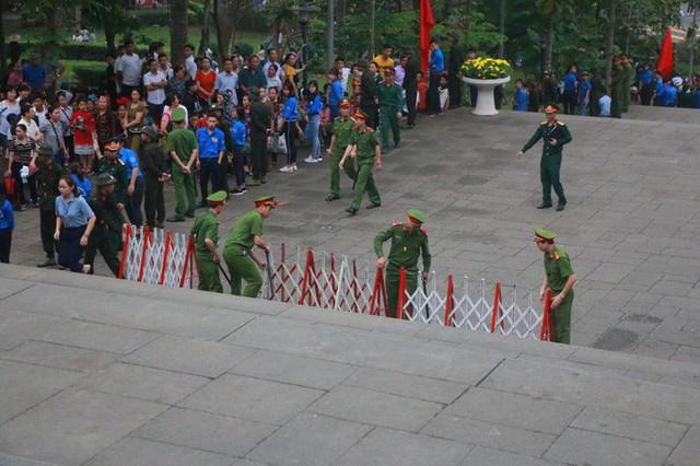 Chủ tịch Quốc hội Nguyễn Thị Kim Ngân dâng hương các Vua Hùng  - Ảnh 18.