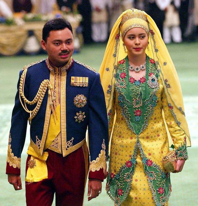 Điều ít biết về người nắm giữ trái tim Thái tử giàu có bậc nhất châu Á: 17 tuổi đã kết hôn, sinh 4 con vẫn được chồng yêu chiều hết mực - Ảnh 3.