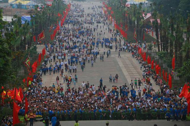 Chủ tịch Quốc hội Nguyễn Thị Kim Ngân dâng hương các Vua Hùng  - Ảnh 12.