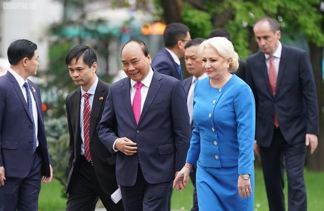 Lễ đón trọng thể Thủ tướng thăm Romania - Ảnh 1.