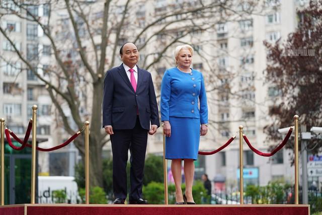 Lễ đón trọng thể Thủ tướng thăm Romania - Ảnh 2.