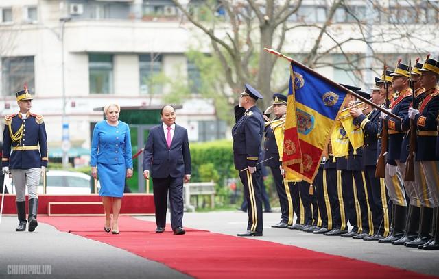 Lễ đón trọng thể Thủ tướng thăm Romania - Ảnh 3.