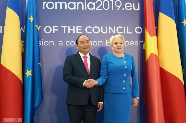 Lễ đón trọng thể Thủ tướng thăm Romania - Ảnh 5.