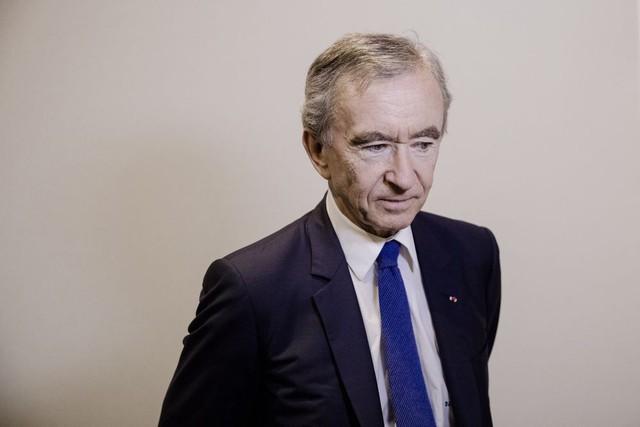 Ông trùm ngành hàng xa xỉ LVMH, Bernard Arnault, tuyên bố sẽ quyên góp 200 triệu euro để tái xây dựng Nhà thờ Đức Bà - Ảnh 2.
