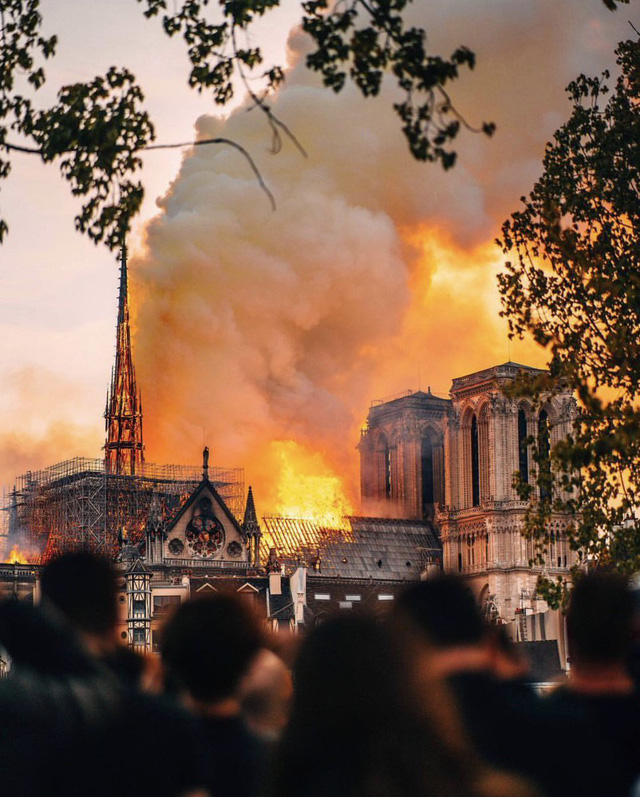 Cách đây 188 năm, nhà văn Victor Hugo đã dự đoán chính xác về đám cháy ở Nhà thờ Đức Bà Paris trong tác phẩm cùng tên - Ảnh 1.