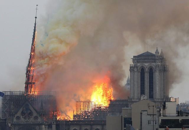 Cách đây 188 năm, nhà văn Victor Hugo đã dự đoán chính xác về đám cháy ở Nhà thờ Đức Bà Paris trong tác phẩm cùng tên - Ảnh 2.