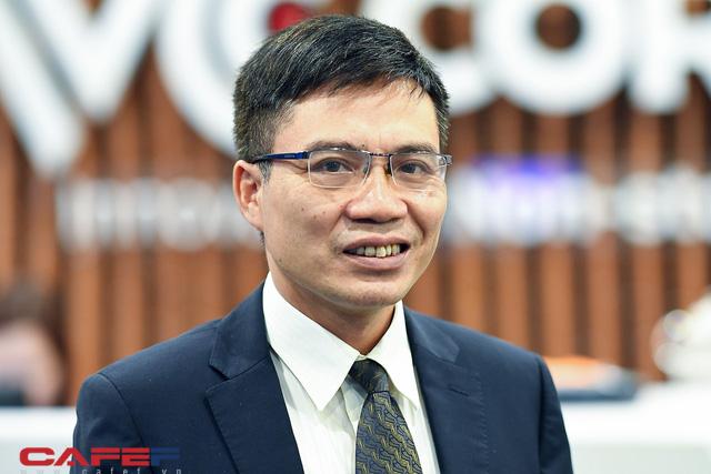 Chuyên gia Phạm Chi Lan, lãnh đạo NHNN, CEO ABBank và doanh nghiệp cùng bàn cách tăng khả năng tiếp cận vốn ngân hàng cho doanh nghiệp SME - Ảnh 1.