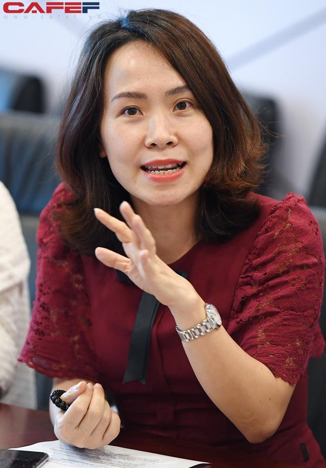 Chuyên gia Phạm Chi Lan, lãnh đạo NHNN, CEO ABBank và lãnh đạo doanh nghiệp cùng hiến kế để tăng khả năng tiếp cận vốn ngân hàng cho SME - Ảnh 1.