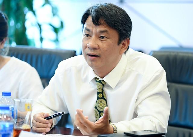 Chuyên gia Phạm Chi Lan, lãnh đạo NHNN, CEO ABBank và lãnh đạo doanh nghiệp cùng hiến kế để tăng khả năng tiếp cận vốn ngân hàng cho SME - Ảnh 2.
