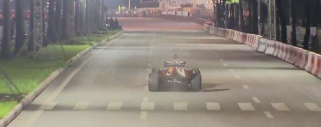 Mãn nhãn với màn đua xe F1 của tay đua huyền thoại David Coulthard ngay tại Hà Nội - Ảnh 3.