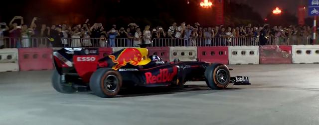 Mãn nhãn với màn đua xe F1 của tay đua huyền thoại David Coulthard ngay tại Hà Nội - Ảnh 6.