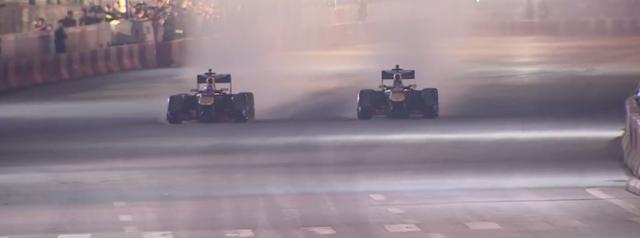 Mãn nhãn với màn đua xe F1 của tay đua huyền thoại David Coulthard ngay tại Hà Nội - Ảnh 10.