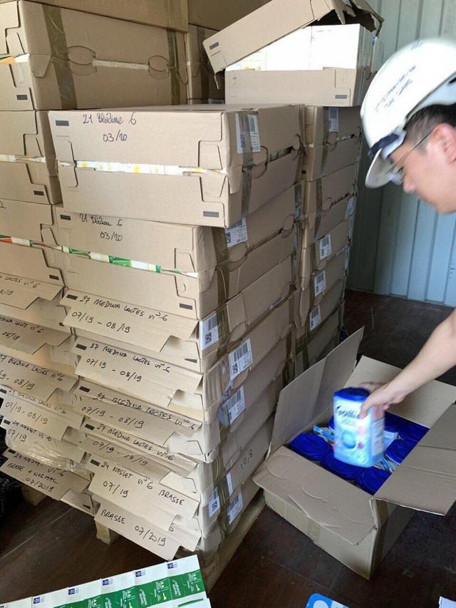 Hàng trăm thực phẩm, mỹ phẩm Pháp nhập lậu về Việt Nam - Ảnh 1.