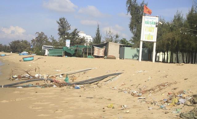 Ninh Thuận: Rác thải tràn ngập bãi biển du lịch Ninh Chữ - Ảnh 2.