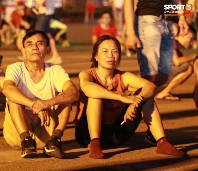 Muôn vàn cảm xúc của người dân Việt khi chứng kiến tận mắt những chiếc xe F1 ngay tại Hà Nội - Ảnh 18.