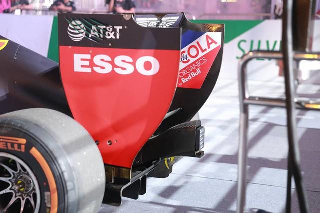 Xe đua F1 lao qua như cơn gió trước khu vực sân vận động Mỹ Đình, ngàn người hò reo - Ảnh 7.