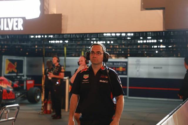 Hình ảnh nóng từ nơi diễn ra màn biểu diễn đua xe F1 tại Hà Nội - Ảnh 8.