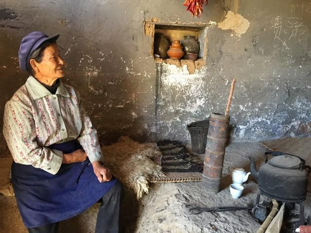 Lặng ngắm ngôi làng cổ yên bình, rất ít người biết đến trên vách đá khổng lồ tại Trung Quốc: Một lần tới Bảo Sơn, cả đời ấn tượng khó quên!  - Ảnh 10.