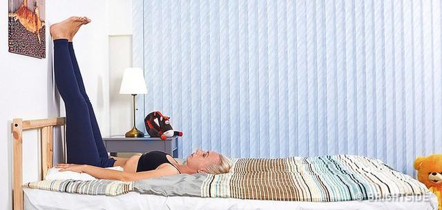 6 tư thế nằm giúp bạn chìm vào giấc ngủ ngay lập tức: Thực hiện hàng ngày hiệu quả rất tốt - Ảnh 2.