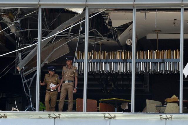 [NÓNG] Gần 200 người thiệt mạng, vừa xảy ra vụ đánh bom thứ 8, Sri Lanka áp giờ giới nghiêm - Ảnh 2.