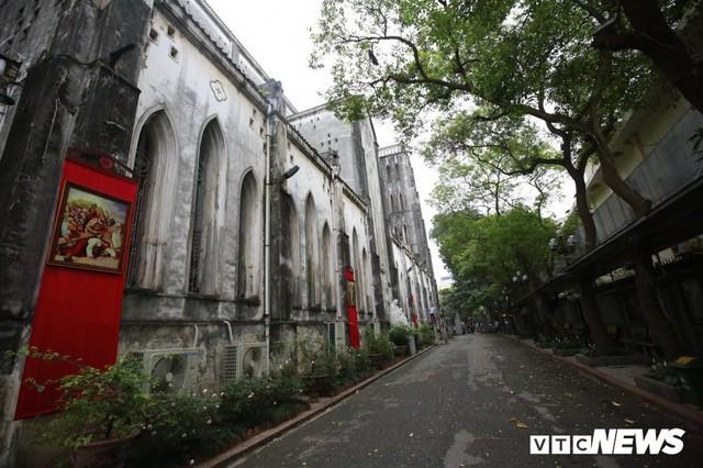 Cận cảnh nhà thờ tại Hà Nội có kiến trúc phỏng theo Nhà thờ Đức Bà Paris - Ảnh 3.