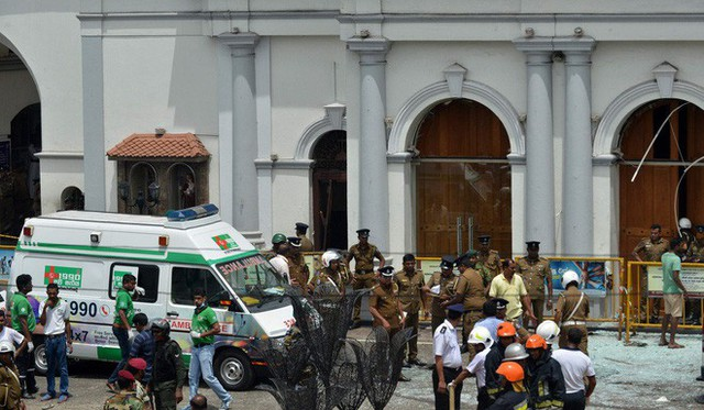 [NÓNG] Gần 200 người thiệt mạng, vừa xảy ra vụ đánh bom thứ 8, Sri Lanka áp giờ giới nghiêm - Ảnh 3.