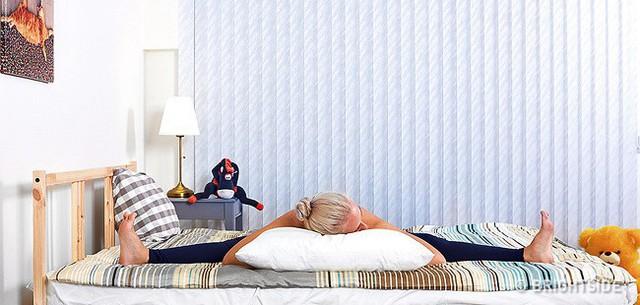 6 tư thế nằm giúp bạn chìm vào giấc ngủ ngay lập tức: Thực hiện hàng ngày hiệu quả rất tốt - Ảnh 4.
