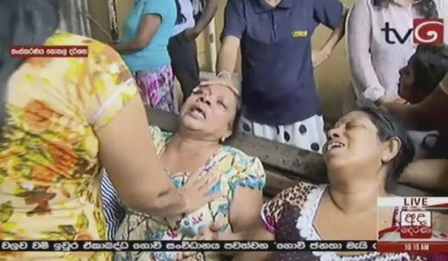 [NÓNG] Gần 200 người thiệt mạng, vừa xảy ra vụ đánh bom thứ 8, Sri Lanka áp giờ giới nghiêm - Ảnh 4.