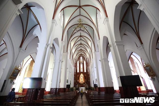 Cận cảnh nhà thờ tại Hà Nội có kiến trúc phỏng theo Nhà thờ Đức Bà Paris - Ảnh 6.