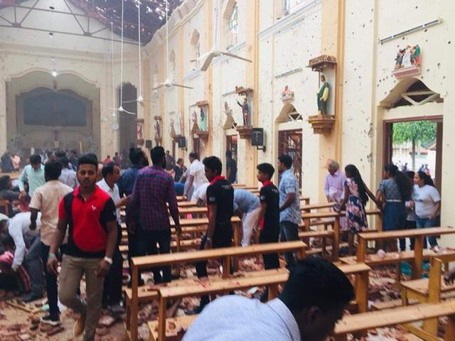 [NÓNG] Gần 200 người thiệt mạng, vừa xảy ra vụ đánh bom thứ 8, Sri Lanka áp giờ giới nghiêm - Ảnh 6.