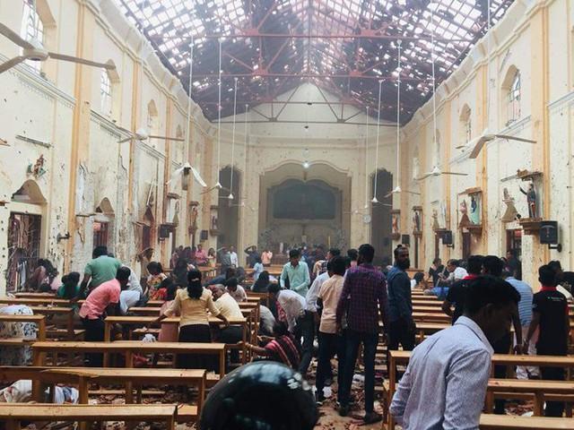 [NÓNG] Gần 200 người thiệt mạng, vừa xảy ra vụ đánh bom thứ 8, Sri Lanka áp giờ giới nghiêm - Ảnh 7.