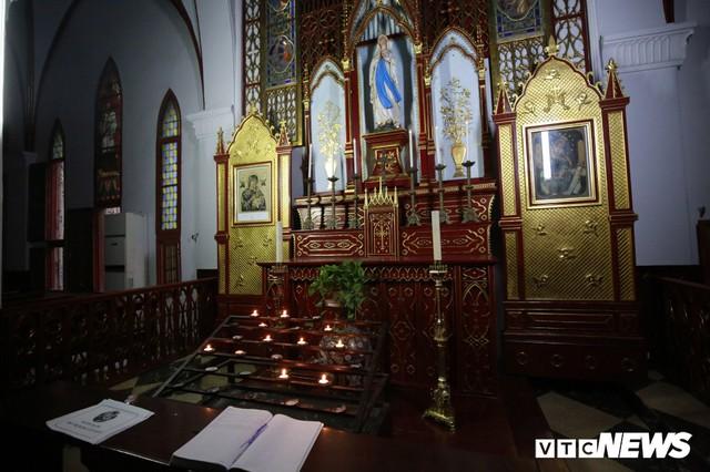 Cận cảnh nhà thờ tại Hà Nội có kiến trúc phỏng theo Nhà thờ Đức Bà Paris - Ảnh 8.