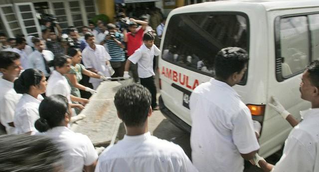 [NÓNG] Gần 200 người thiệt mạng, vừa xảy ra vụ đánh bom thứ 8, Sri Lanka áp giờ giới nghiêm - Ảnh 8.