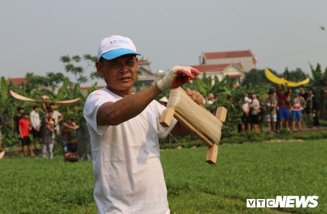 Ảnh: Người Hà Nội hồ hởi thả diều dưới cái nắng 41 độ C trong hội làng Bá Dương Nội - Ảnh 5.