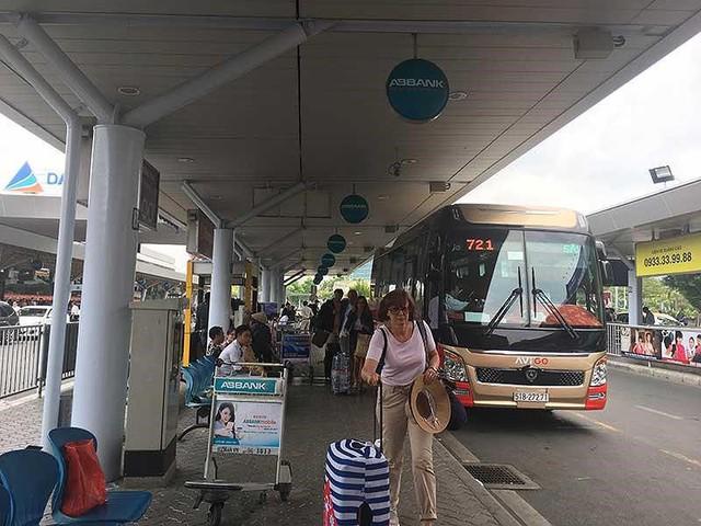Xe buýt Tân Sơn Nhất - Vũng Tàu đang gặp khó - Ảnh 1.
