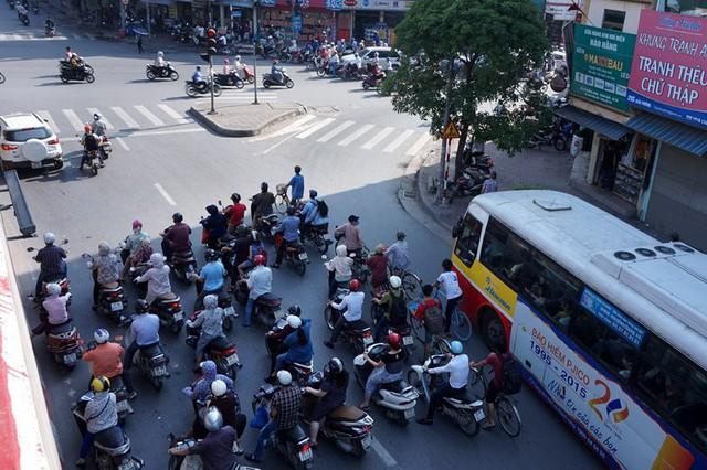 Báo Mỹ công bố đợt nắng nóng tại Việt Nam đã lập kỷ lục mọi thời kỳ, nhưng có thể sẽ nóng hơn nữa trong thời gian tới - Ảnh 3.