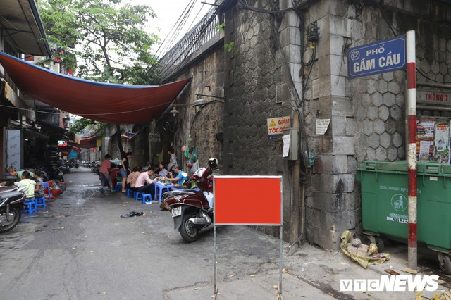 Photo: Arch of a hundred-year-old stone bridge with the chisel of the old town of Hanoi - Photo 1.